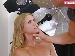 BLOND TEEN ENJOY HER FIRST TIMER ANAL SESSION